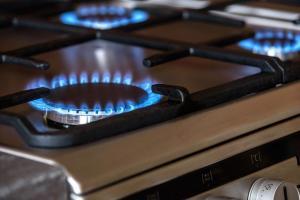 ガスコンロでなかなか火が付かない、点けた火が消えてしまうときの対処方法