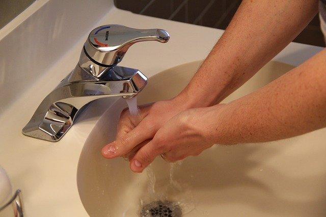 液体消臭剤独特の匂い(臭い)が気になる人でも使える「自作消臭剤」