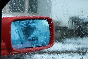 車の内側が真っ白!!「ガラスの曇り」の原因と防止方法いろいろ