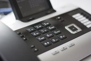 被害に遭う前に!「振り込め詐欺(オレオレ詐欺)対策機能付電話&機器」