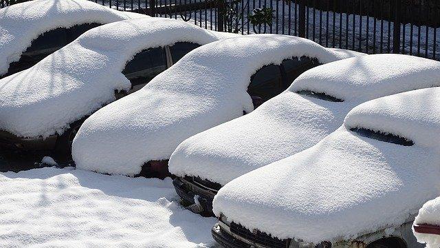 都市部や普段全く雪の降らない土地で雪が降ったときの車の運転方法の画像|Knowledge Base