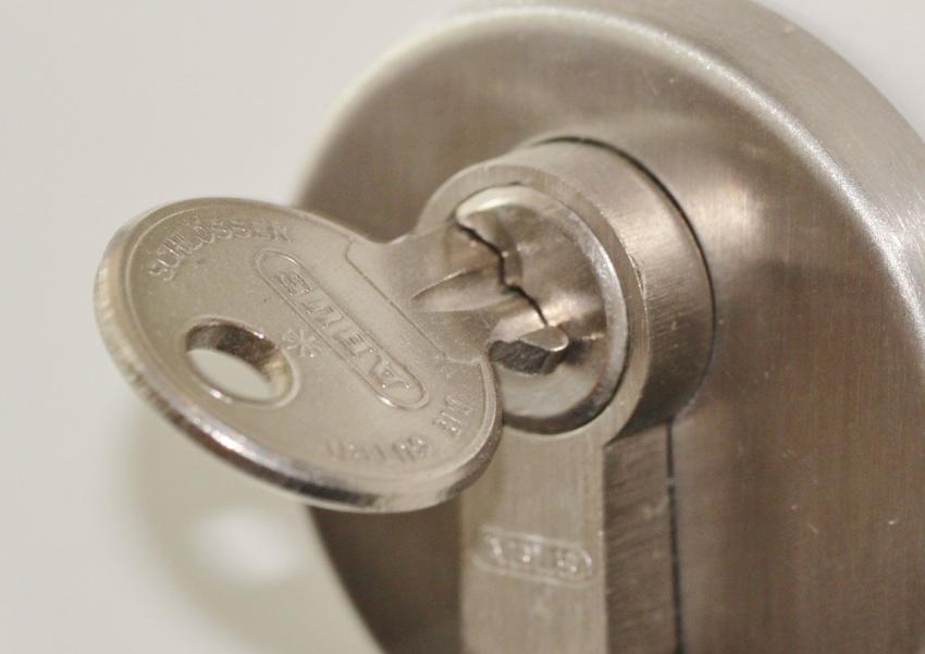 玄関ドアののぞき穴を壊して侵入されるのを防ぐ「広角空転式ドアスコープ」ほか